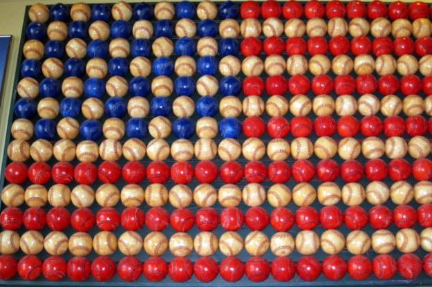 flagbaseballs1