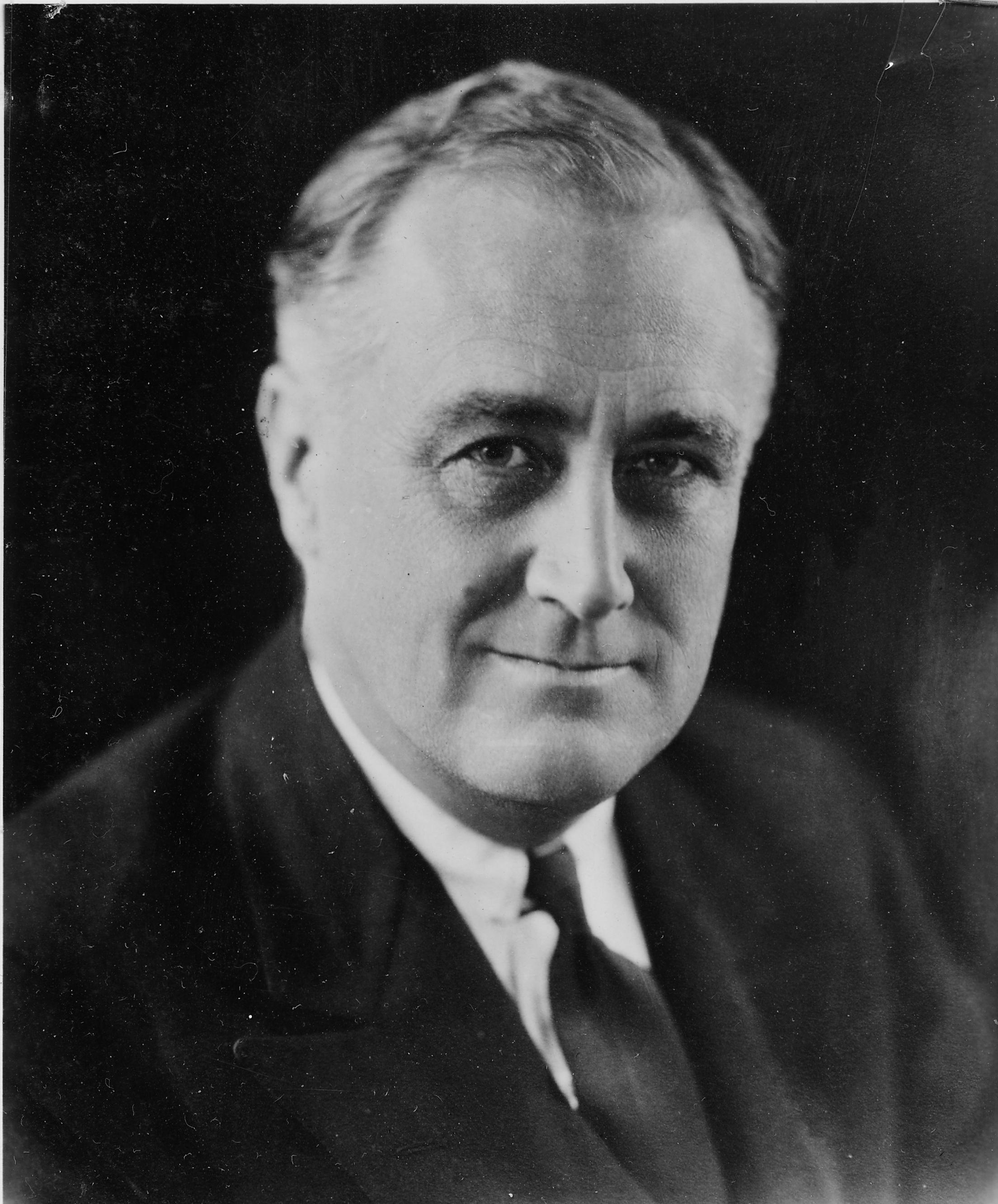 Franklin_D._Roosevelt_-_NARA_-_196715